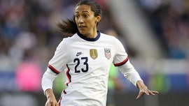 Christen Press honors Kobe Bryant with Man United 24 jersey