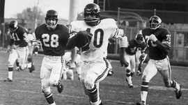 Gale Sayers, legendary Chicago Bears star and Pro Football Hall of Famer, dead at 77