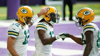 Rodgers at ease as Packers roll past Vikings 43-34