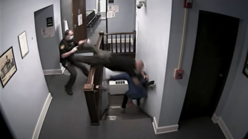 Ohio convict flees courthouse in escape caught on camera