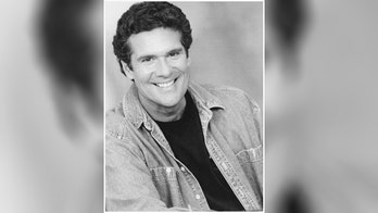 Soap opera star Marcus Smythe dead at 70, family asks for donations to Democrats in his honor