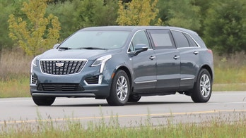 Next Cadillac XT5 limousine caught on camera by auto paparazzo