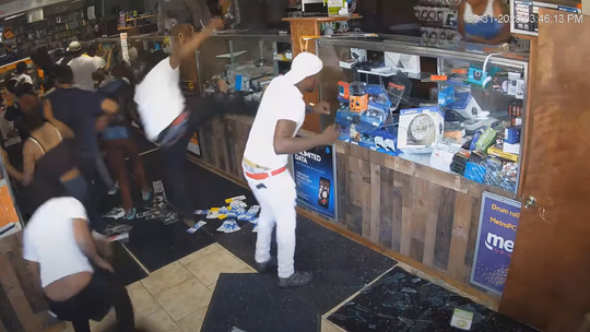 Chicago police release surveillance video of suspects seen looting store in May