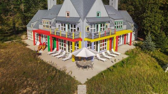 'Crayola' house on Lake Michigan hits the market at $1.175M