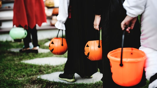 Cuomo won't ban Halloween trick-or-treating in NY