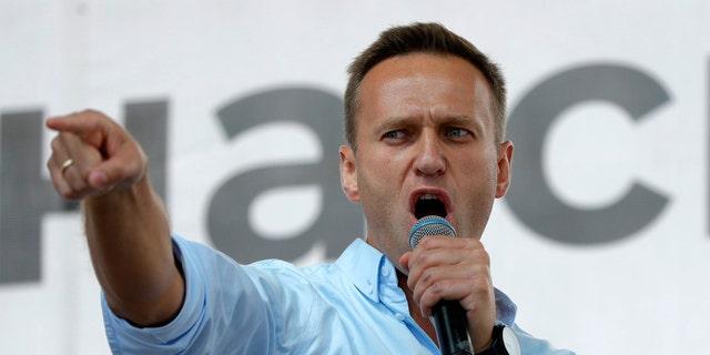 'Poisoned' Putin critic Navalny shares hospital photo of himself