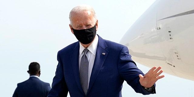 Democratic presidential candidate former Vice President Joe Biden arrives at Green Bay Austin Straubel International Airport in Green Bay Wis., Monday, Sept. 21, 2020. (AP Photo/Carolyn Kaster)
