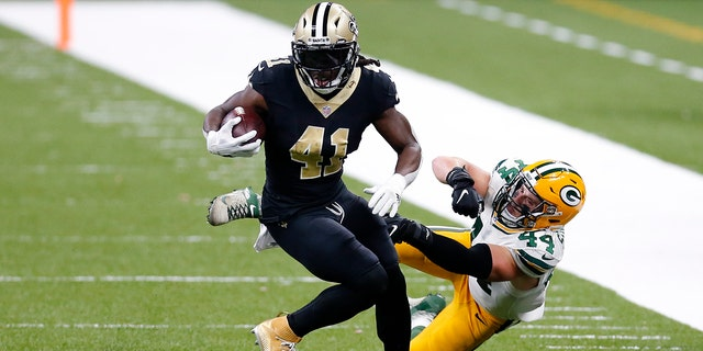 New Orleans Saints running back Alvin Kamara (41) eludes Green Bay Packers linebacker Ty Summers (44) on a 52 yard touchdown in the second half of an NFL football game in New Orleans, Sunday, Sept. 27, 2020. (AP Photo/Brett Duke)