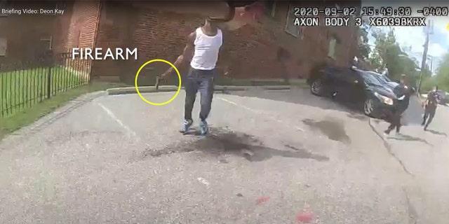 Police video appears to show Deon Kay holding a gun (Metropolitan PD Washington)