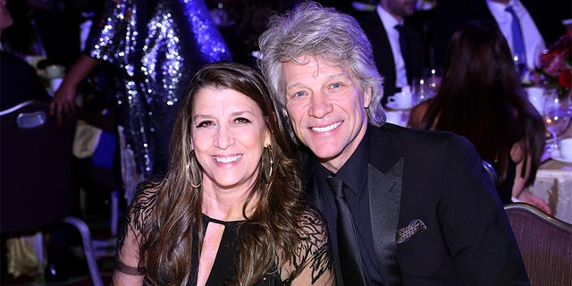 Dorothea Hurley and Jon Bon Jovi attend the Jackie Robinson Foundation Robie Awards Dinner at Marriot Marquis on March 2, 2020, 뉴욕시.