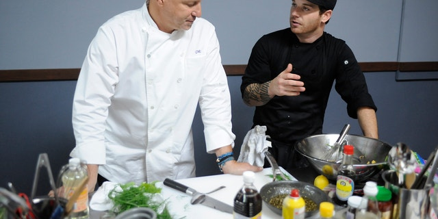 Tom Colicchio and Aaron Grissom during 'Last Chance Kitchen.'