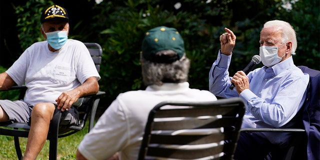 Métis - Democratic presidential candidate former Vice President Joe Biden speaks during an event with local union members in the backyard of a home in Lancaster, Pa., Monday, Sept. 7, 2020. (AP Photo/Carolyn Kaster)