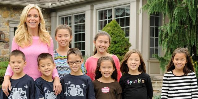Kate Goslin with her children until 2013.  (Photo via Donna Svenwick / Walt Disney Television Getty)