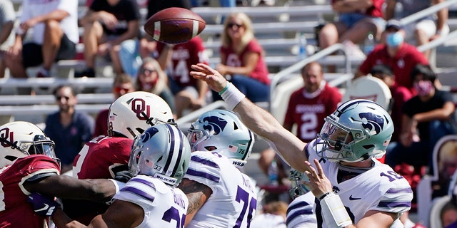 Kansas State quarterback Skylar Thompson (10) passes in the first half of an NCAA college football game against Oklahoma Sept. 26, in Norman, Okla. (AP Photo/Sue Ogrocki).