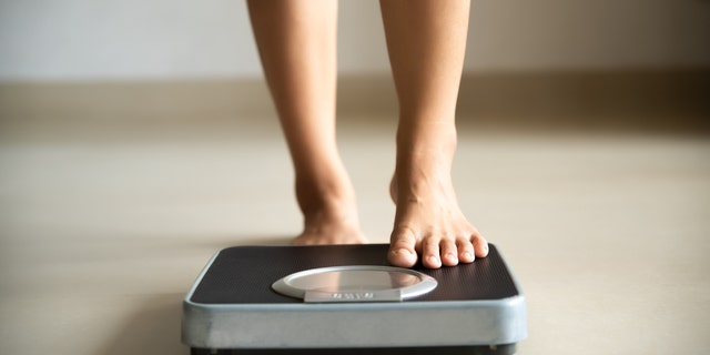 A body mass index of 25 ranges between 119 and 205 pounds depending on a person's height, according to a BMI table published by National Heart, Lung, and Blood Institute. (iStock)
