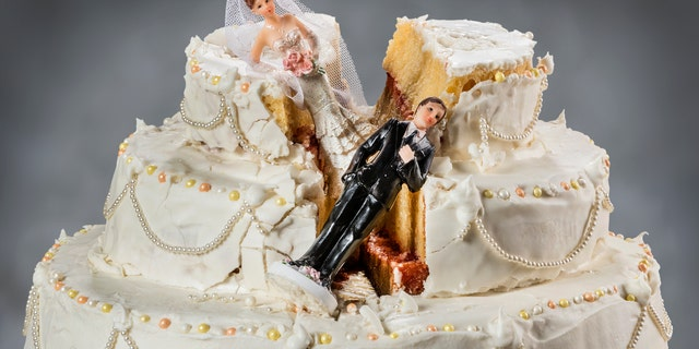 A Reddit user claims she ruined her dad's surprise wedding, after he told her about the ceremony -- and that she was a bridesmaid -- 30 minutes before the event. (iStock)