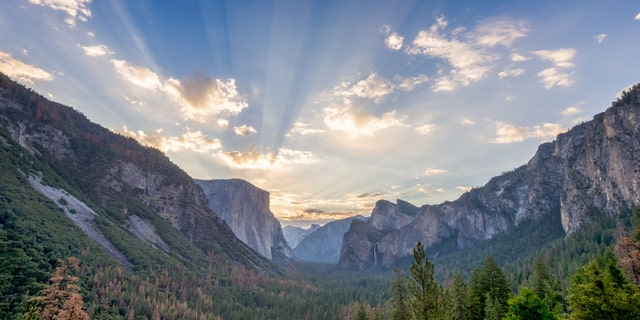 Sunrise at the tunnel View vista point at Yosemite National Park. (iStock).