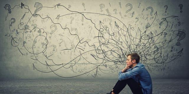 一项新的民意调查显示,冠状病毒大流行对美国年轻人的心理健康造成了沉重打击,该调查发现35岁以下的成年人尤其容易报告负面情绪或经历与压力和焦虑相关的身体或情绪症状。