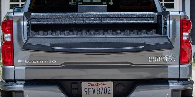 Chevrolet Chevy Silverado getting clever Multi-Flex tailgate tech