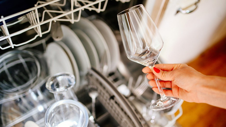 5 signs your dishwasher needs replacing