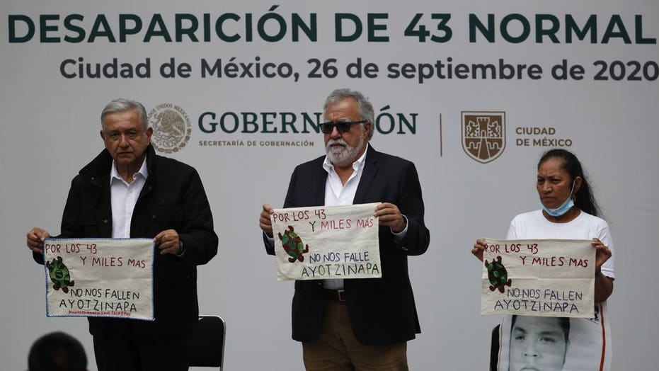 Mexican authorities issue warrants for military, police allegedly linked to disappearance of 43 学生们