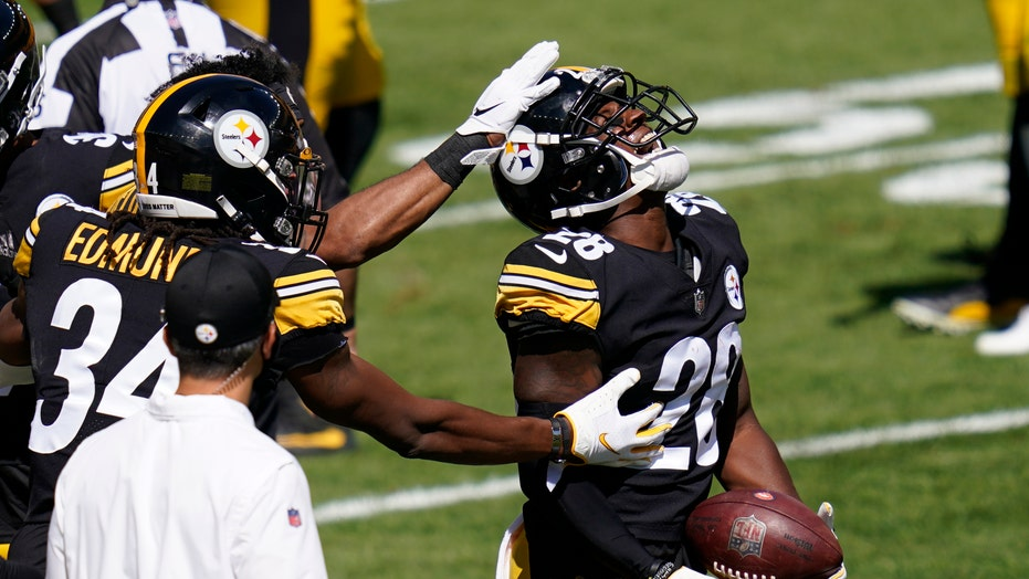 Steelers knock out Lock, hold off Driskel, Broncos 26-21