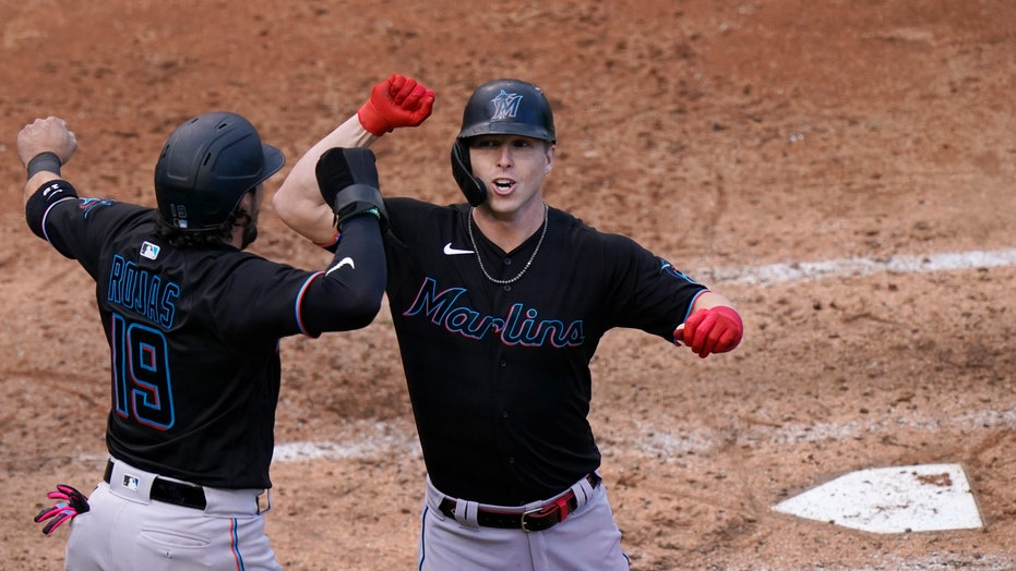 Dickerson homers as Marlins beat Cubs 5-1 in playoff opener