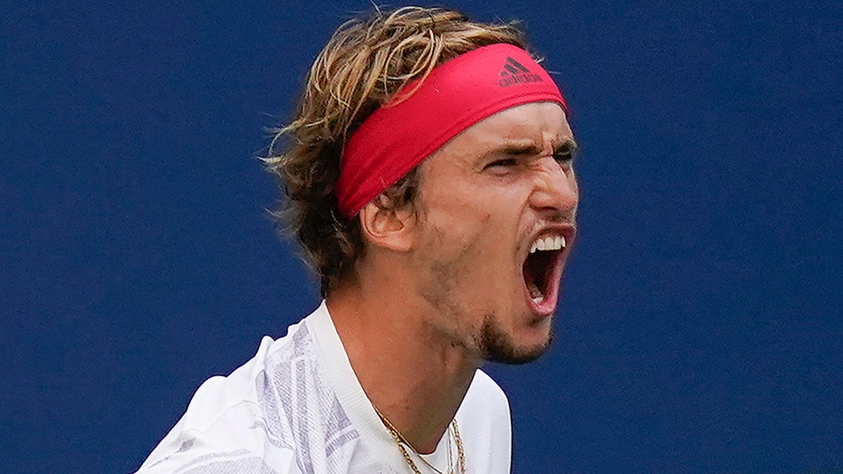 Zverev overcomes 12 double-faults at US Open; Osaka into SF