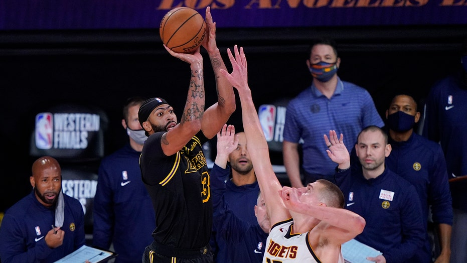 Anthony Davis nails buzzer-beater to lift Lakers over Nuggets in Game 2