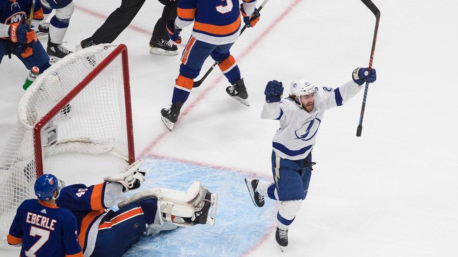 Quick-strike Lightning beat Islanders, on verge of final