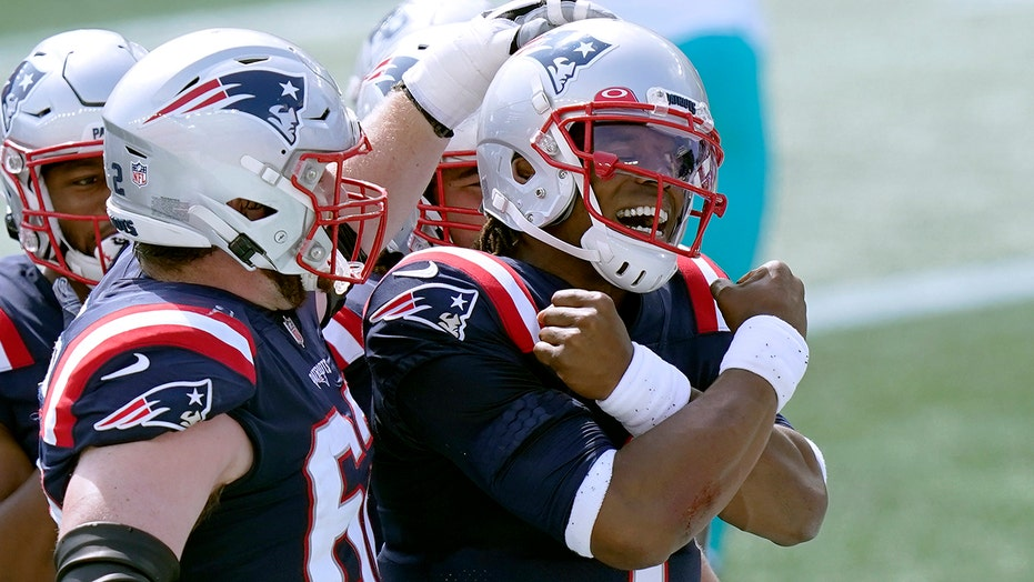 Cam Newton scores first touchdown as Patriots quarterback in season opener vs. Dolphins