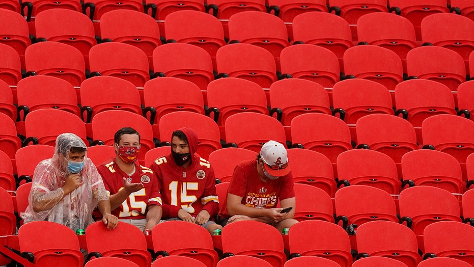 Chiefs having limited fans at Arrowhead Stadium may be safer than watching game at bar, crowded home, health official says