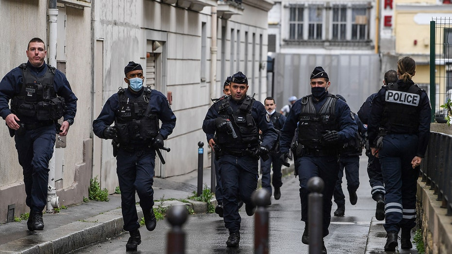 Paris knife attack injures 4, manhunt underway for 2 suspects on the run: officials