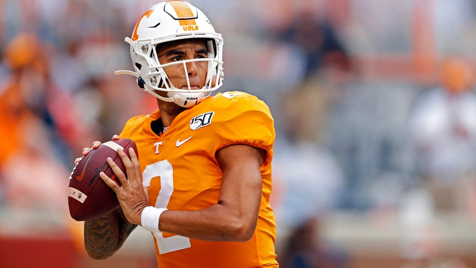 Tennessee's Jarrett Guarantano briefly benched after two interceptions returned for Kentucky touchdowns
