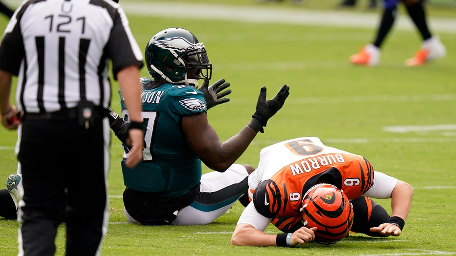 Bengals' Joe Burrow gets leveled by Eagles defensive lineman, briefly leaves game