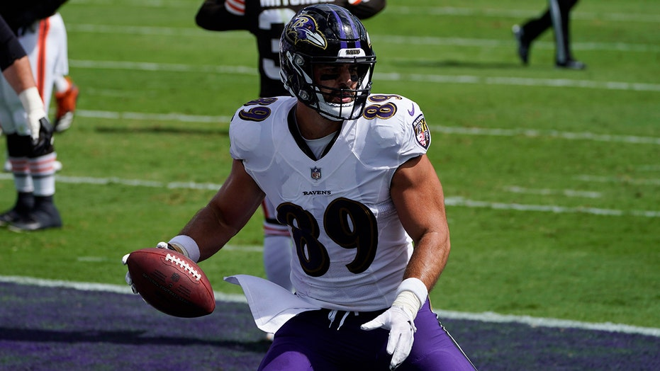 Ravens' Mark Andrews makes great one-handed catch for early touchdown vs. Browns
