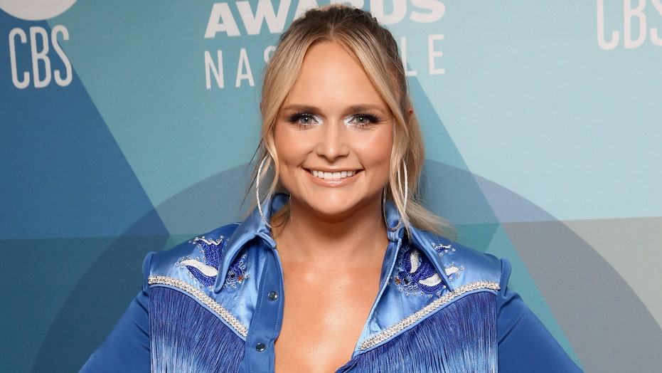 Miranda Lambert wows fans at 2020 ACMs with acoustic performance of hit 'Bluebird' at Bluebird Cafe: 'Iconic'