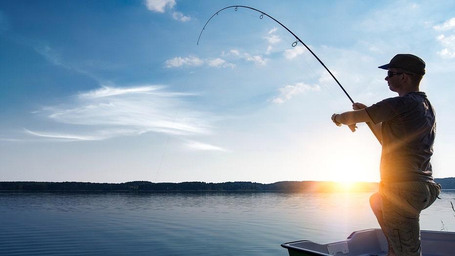Marathon Man' angler trying to break own fishing world record for charity |  Fox News