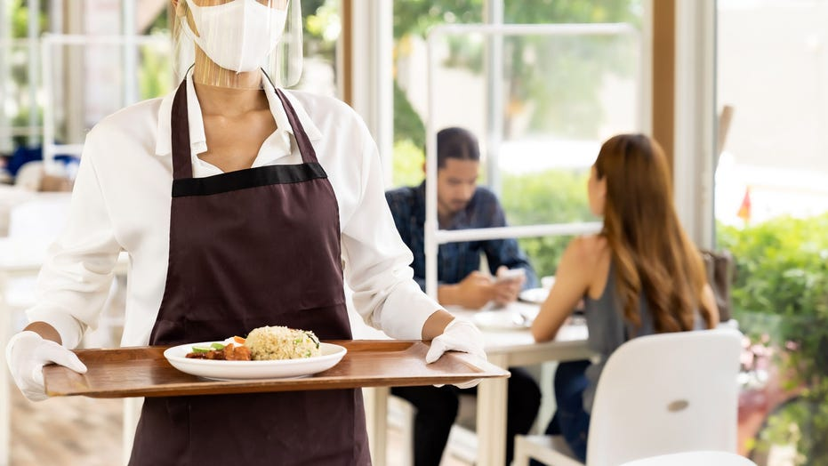 National Restaurant Association offering conflict-resolution courses on face mask feuds for foodservice workers