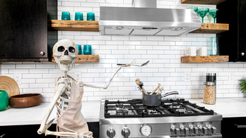 Real estate agent decorates homes with giant skeletons to drum up exposure: 'People have really loved it'