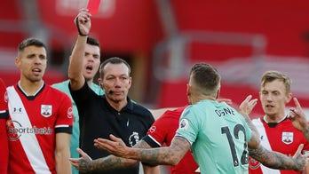 Everton loses last unbeaten record in unpredictable EPL