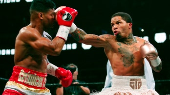 Davis building on star power in title bout with Santa Cruz