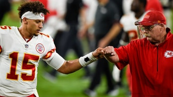 Chiefs sign coach Reid, GM Veach to contract extensions