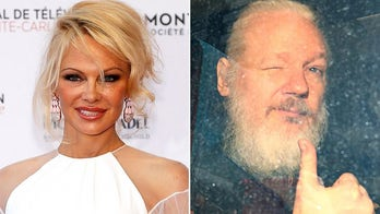 Pamela Anderson appeals Trump to pardon Assange and stand up for free speech