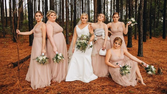 Breastfeeding bridesmaid posed while pumping milk during wedding photoshoot, picture goes viral
