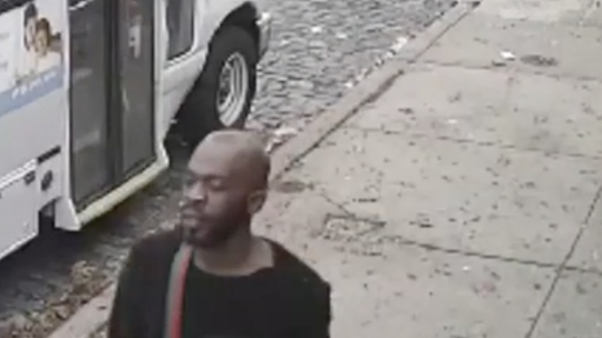 Philadelphia police release video of stabbing at convenience store