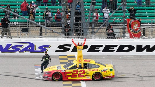 NASCAR: Joey Logano wins Kansas to qualify for series finale
