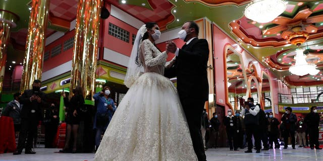 More than 70% of wedding guests said they want to receive health and safety details before they RSVP. (AP Photo/Juan Karita)