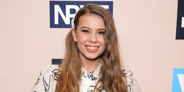 Bindi Irwin announced she wrote a book about her family's conservationist efforts over the last 50 연령.