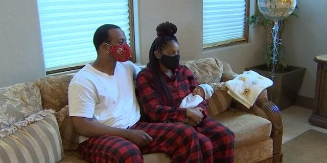 Donny Hogan Junior e sua moglie Patrice sono i neogenitori orgogliosi di un neonato in salute grazie alla pronta risposta dei vigili del fuoco.
